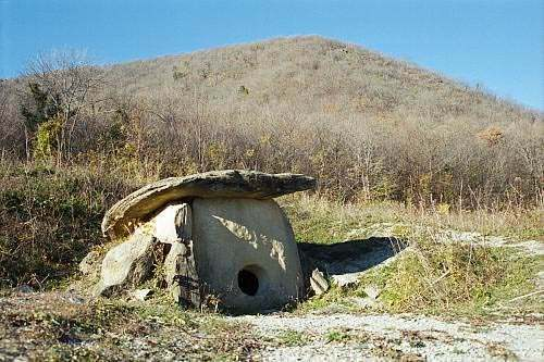Dolmens_of_North_Caucasus01.jpg