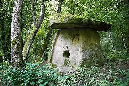Dolmens_of_North_Caucasus05.jpg